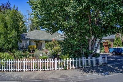 Medford Single Family Home For Sale: 3217 Auburn Way