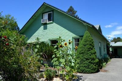 Grants Pass Multi Family Home For Sale: 732 SW Burgess Street