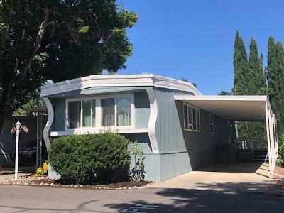 Grants Pass Mobile Home For Sale: 316 Sandlewood Drive