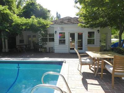 Medford Single Family Home For Sale: 1625 E Main Street