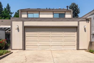 Medford Condo/Townhouse For Sale: 230 Mt Echo Drive