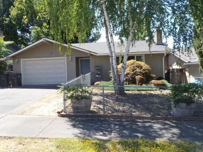 Medford Single Family Home For Sale: 2098 Hill Way