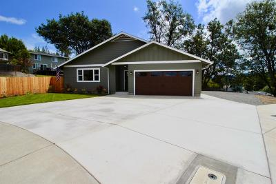 Rogue River Single Family Home For Sale: 104 Vista Circle
