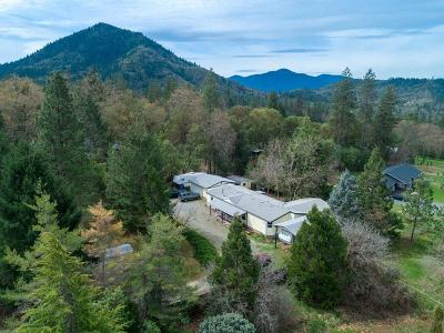 Grants Pass Single Family Home For Sale: 726 Summit Loop
