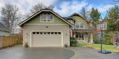 Grants Pass Single Family Home For Sale: 221 Whispering Drive