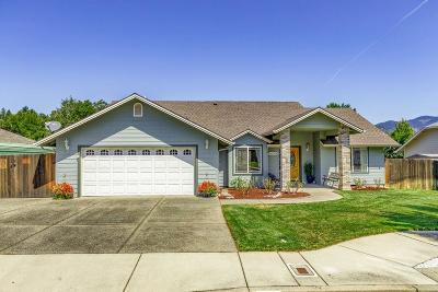 Grants Pass Single Family Home For Sale: 834 Idle Court