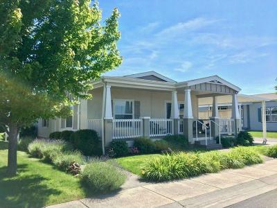 Medford Mobile Home For Sale: 2600 Stearns Way #24A