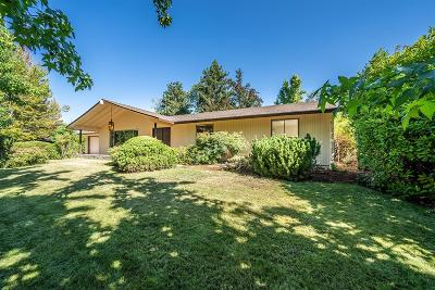 Medford Single Family Home For Sale: 2427 Siskiyou Boulevard