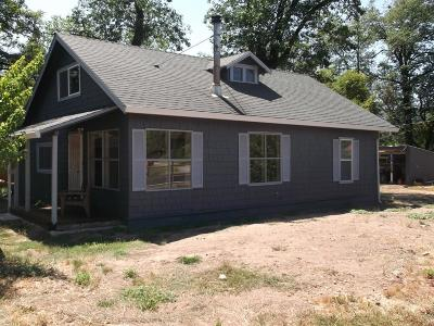 Jackson County, Josephine County Single Family Home For Sale: 8762 East Evans Creek Road