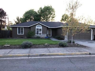 Medford Single Family Home For Sale: 1805 Cascadia Circle