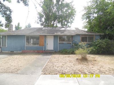 Medford Single Family Home For Sale: 943 Winchester Avenue