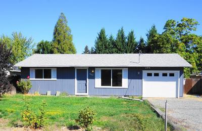 Medford Single Family Home For Sale: 2460 Thorn Oak Drive