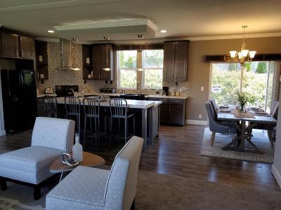 Jackson County, Josephine County Single Family Home For Sale: 111 Kenwood Street