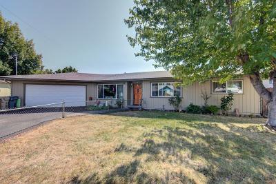 grants pass Single Family Home For Sale: 1405 NE Laura Court