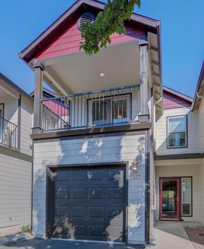 Central Point Condo/Townhouse For Sale: 257 Daisy Creek Village Drive