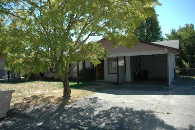 Josephine County Single Family Home Active-72HR Release: 937 SW Central Avenue