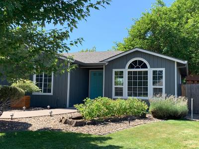 Central Point Single Family Home For Sale: 105 Castlewood Court
