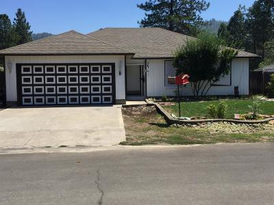 Jackson County, Josephine County Single Family Home For Sale: 30 Kelley Court