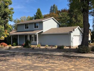 Single Family Home For Sale: 805 NW Elm Street