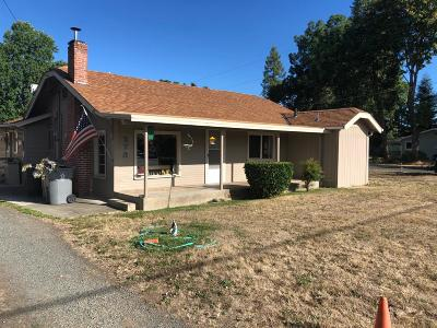 Grants Pass Single Family Home For Sale: 973 SW Lincoln Road