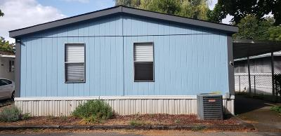 Grants Pass Mobile Home For Sale: 203 Chestnut Lane