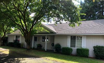 Medford Single Family Home For Sale: 439 Midway Road