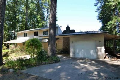 Lyons Single Family Home For Sale: 23867 Santiam Wy
