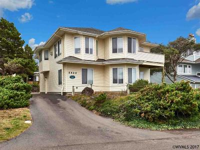 Lincoln City Single Family Home For Sale: 5520 NW Jetty