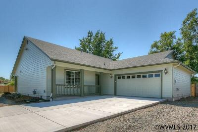 Aumsville Single Family Home For Sale: 566 N 11th St