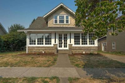 Monmouth Single Family Home For Sale: 250 Clay St