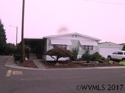 Keizer Manufactured Home Active Under Contract: 1055 Lockhaven #77