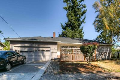Keizer Single Family Home Active Under Contract: 235 Riviera Dr