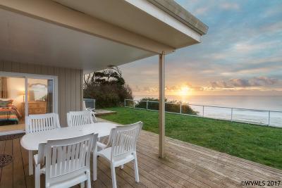 Lincoln City Single Family Home For Sale: 1525 SW Coast Av