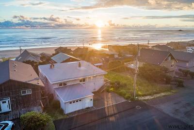 Lincoln City Single Family Home For Sale: 6345 NE Mast Av