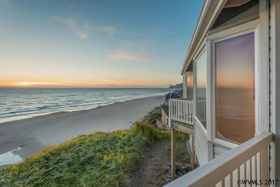Lincoln City Condo/Townhouse For Sale: 2555 NW Inlet