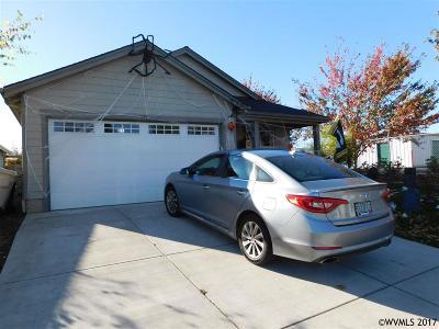 Dallas Single Family Home Active Under Contract: 1503 SE Jonathan Av