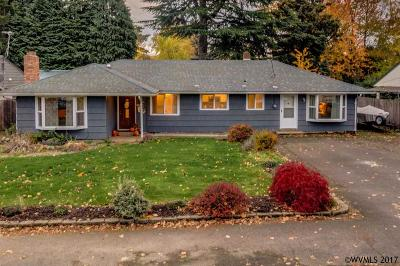 Keizer Single Family Home Active Under Contract: 430 Larry Av