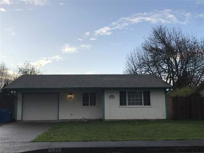 Aumsville Single Family Home Active Under Contract: 975 N 7th St