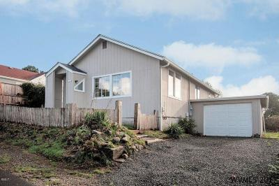 Lincoln City Single Family Home For Sale: 1436 NE 13th St