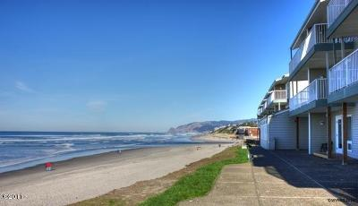 Lincoln City Condo/Townhouse For Sale: 121 SW Highway 101 Unit 113