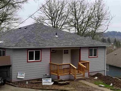 Salem OR Single Family Home Active Under Contract: $322,000