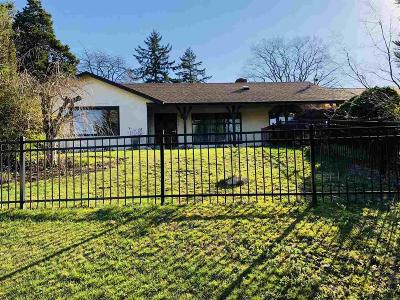 Salem Single Family Home For Sale: 330 Candalaria Bl