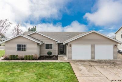 Dallas Single Family Home Active Under Contract: 187 NE Holiday Av