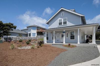 Lincoln City Single Family Home For Sale: 6126 NE Mast Av