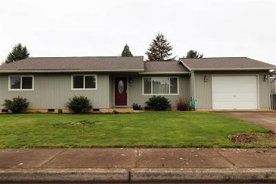 Dallas Single Family Home Active Under Contract: 395 SE Stone St