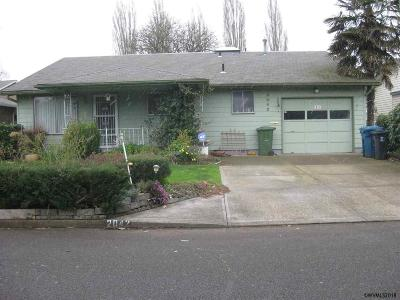 Woodburn Single Family Home For Sale: 2042 King Wy