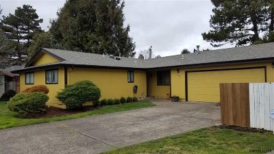 Keizer Single Family Home For Sale: 949 Nandina Ct