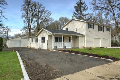 Dallas Single Family Home For Sale: 413 NW Douglas St