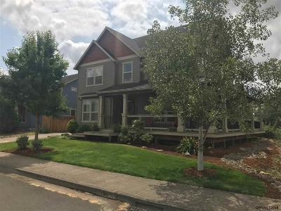 Aumsville Single Family Home For Sale: 9600 Willamette St