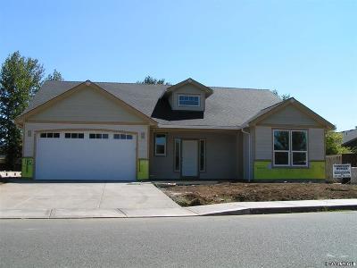 Dallas Single Family Home For Sale: 561 SE Lines St